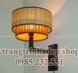 Đèn ốp tường khung gỗ mẫu 01